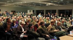 Rund 220 Besucher*innen verfolgten die Debatte